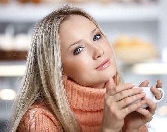 девушка с чашкой кофе (327x259, 24Kb)