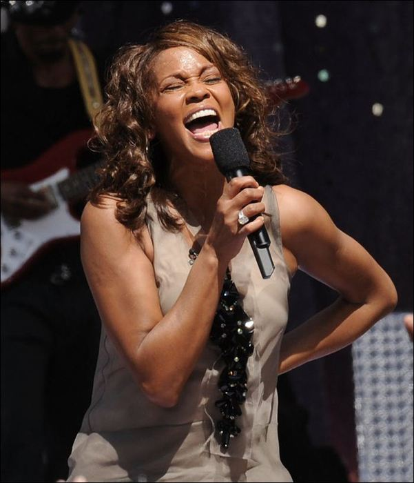 Whitney Houston 05 (601x700, 51Kb)