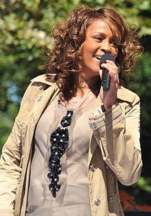 4617818_220pxFlickr_Whitney_Houston_performing_on_GMA_2009_4_2_ (220x316, 24Kb)