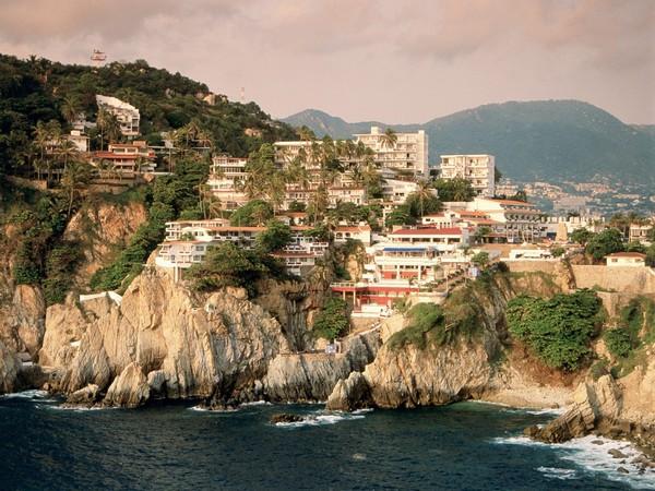 Необычные и красивые города на скалах - Акапулько 1 (600x450, 107Kb)