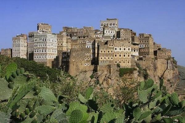 Необычные и красивые города на скалах - Аль Хайяра (600x399, 89Kb)