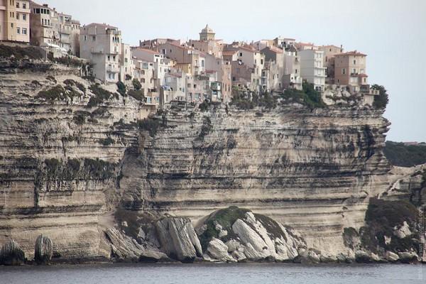 Необычные и красивые города на скалах - Бонифачо 3 (600x400, 94Kb)