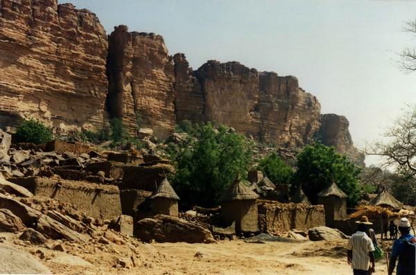Необычные и красивые города на скалах - Нагорье Бандиагара 1 (600x397, 88Kb)