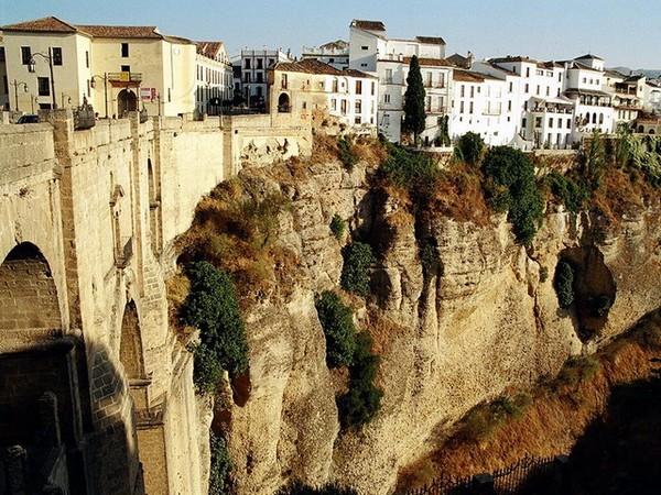 Необычные и красивые города на скалах - Ронда 1 (600x450, 128Kb)