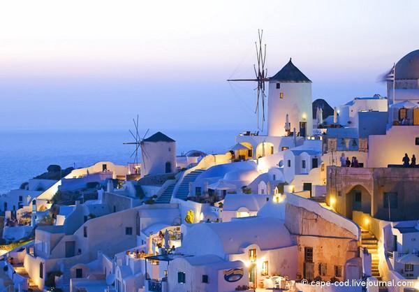 Необычные и красивые города на скалах - Санторини 1 (600x418, 98Kb)