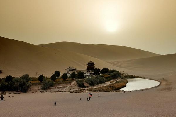 Старинный оазис посреди пустыни Такла-Макан  4 (600x398, 50Kb)