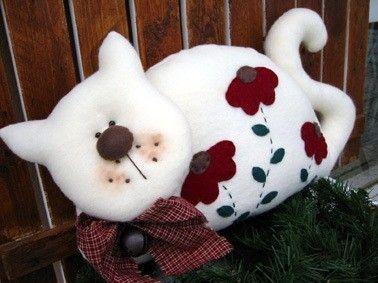 подушка лежачий котик (378x283, 25Kb)