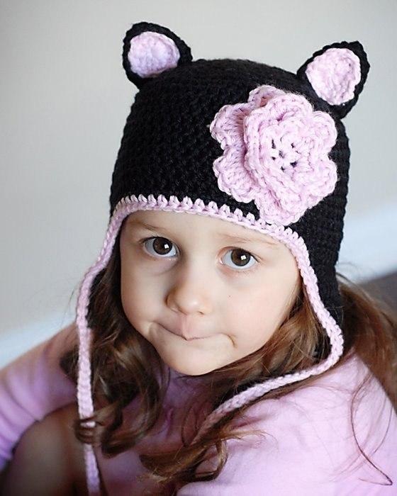 Детские вязаные шапки с цветком.