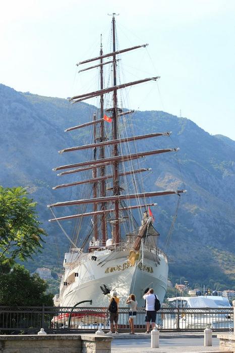 Фотопутешествие по Черногории 40 (466x700, 356Kb)