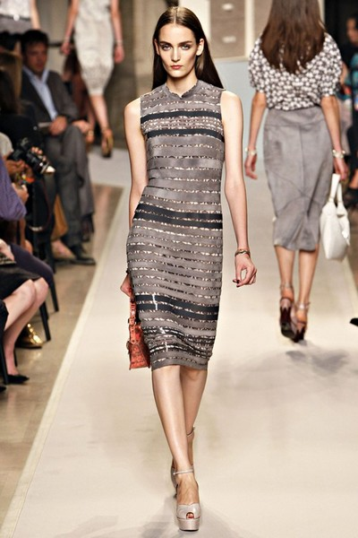 Модная женская одежда на весну-лето 2012 от Loewe .