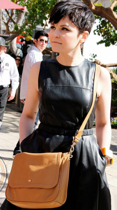 ginnifer-goodwin-extra-appearance-at-the-grove-04 (392x700, 105Kb)