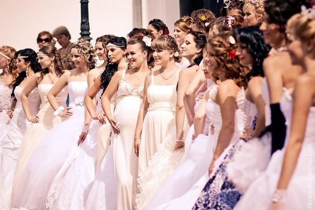 Одесский парад невест 8 (650x433, 82Kb)
