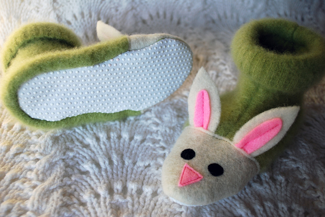 fuzzy-bunny-slippers-from-recycled-felted-sweaters-for-kids-free-slipper-pattern_3 (640x428, 156Kb)