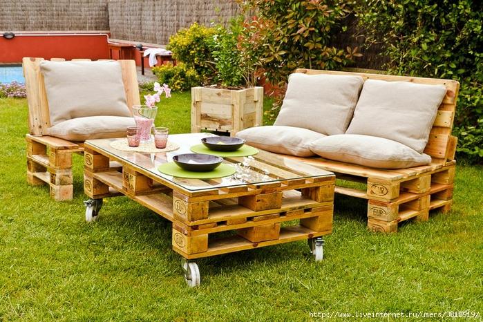 palets-sofa-jardin (700x466, 395Kb)