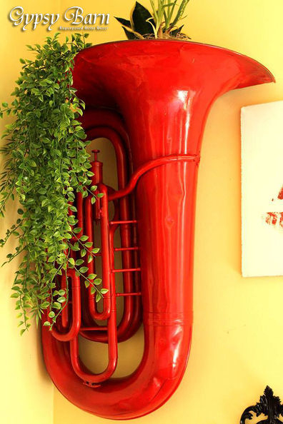 repurposed-red-hot-tuba-to-decorative-wall-planter-crafts-gardening-home-decor (396x594, 217Kb)