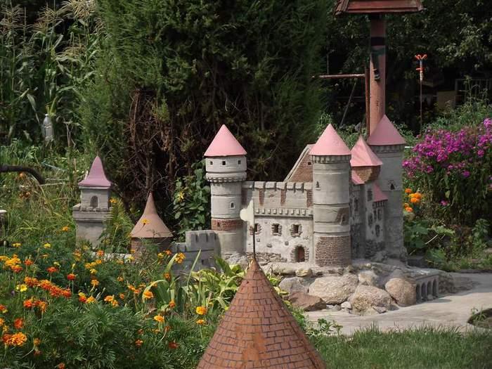 Как замок сделать для сада 15