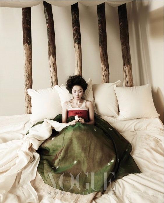 модная фотосессия Vogue Корея 11 (563x698, 249Kb)