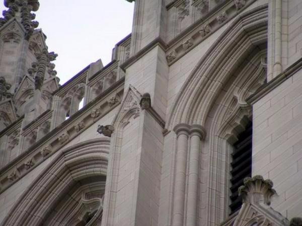 дарт вейдер на вашингтонском соборе фото 2 (600x449, 153Kb)