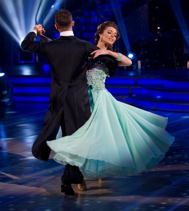 artem-chigvintsev-dance-kara-tointon-strictly-come-dancing-viennese-waltz-waltz-Favim.com-101398 (629x700, 244Kb)