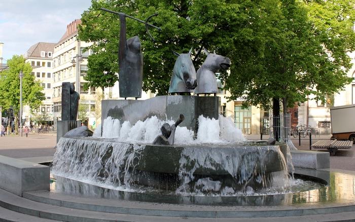 5802805_Fontan_Neptyna_Bremen (700x438, 158Kb)