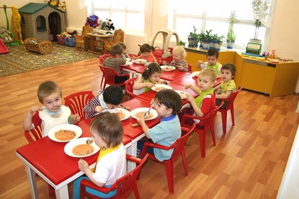 обед-в-детском-саду (600x400, 215Kb)