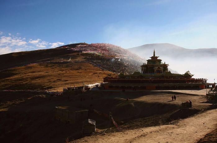 школа тибетских монахов Сертар Ву Минг 2 (700x463, 295Kb)