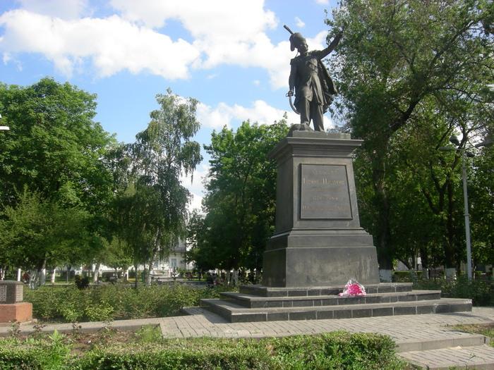 Памятник_атаману_М.И.Платову (700x525, 161Kb)