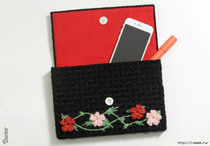 Floral-plastic-canvas-DIY-clutch-Darice-3 (700x487, 183Kb)