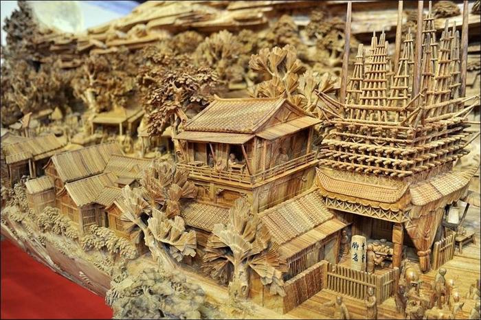 деревянная скульптура 5 (700x466, 433Kb)