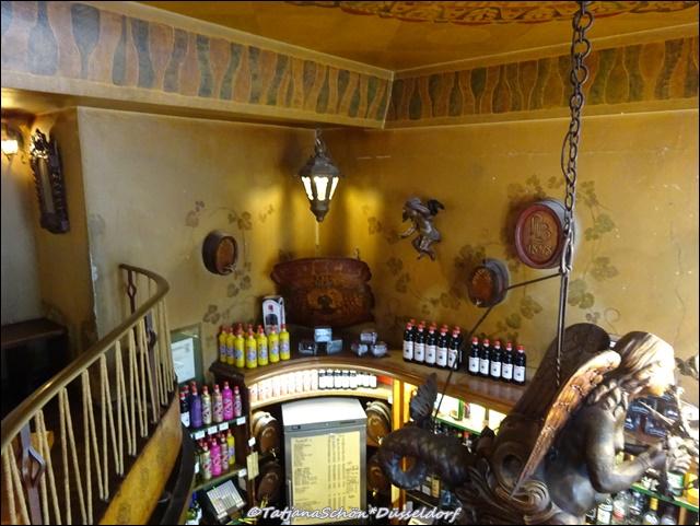 Интерьеры старого кабачка в Дюссельдорфе