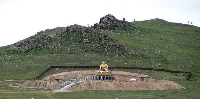 Монголия/1413032_800pxErdenetEstatua (700x347, 53Kb)