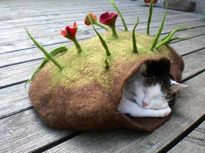войлочные лежанки для кошек 1 (700x524, 342Kb)