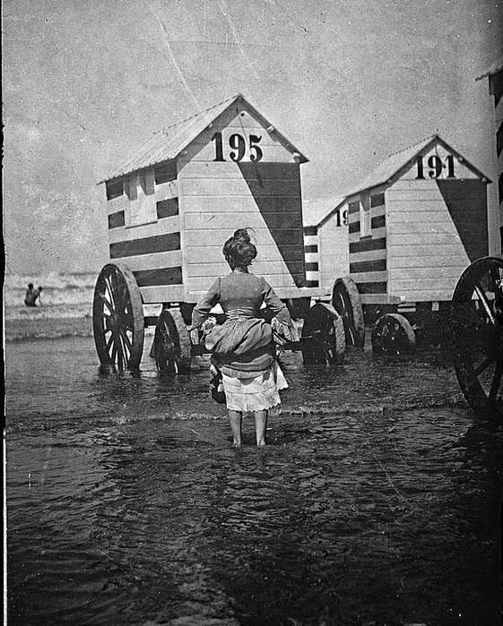 Victorian Bathing Machines (12) (561x700, 199Kb)