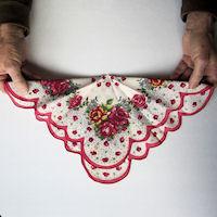 Винтажные открытки с дамами в юбках из носовых платков (25) (200x200, 38Kb)