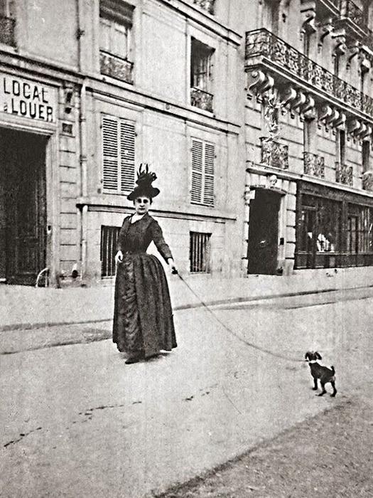 Woman with dog. Paris. Ca. 1890 (525x700, 333Kb)