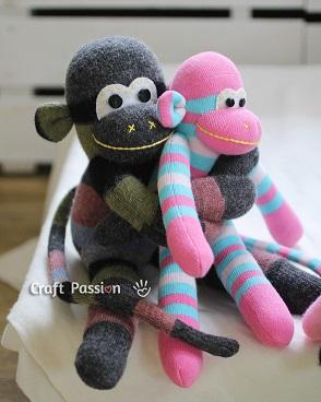 sock-monkey-hug-2Р° (294x368, 110Kb)