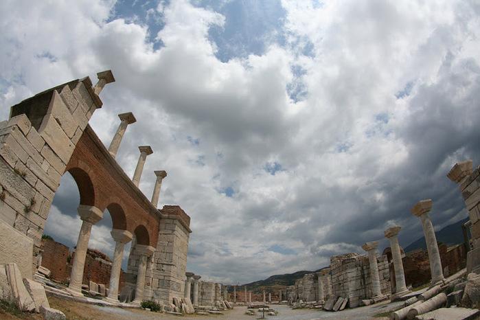 1067597_Bazilika_Svyatogo_apostola_Ioanna_Bogoslova_v_Efese_12 (700x466, 113Kb)