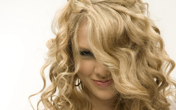 taylor-swift-cute-smile-widescreen-2560x1600 (700x437, 109Kb)