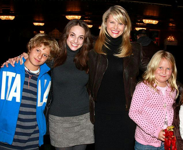 christie_brinkley_and_family[1] (635x519, 327Kb)