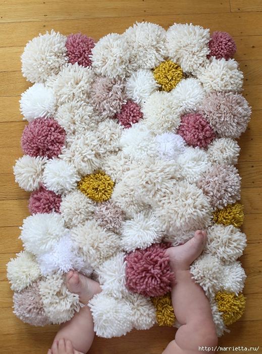 Детский пушистый мягкий коврик из ПОМПОНОВ (14) (519x700, 369Kb)