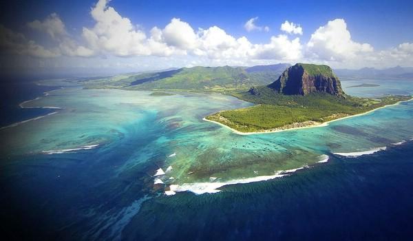 подводный-водопад-остров-маврикий-2- (600x350, 177Kb)