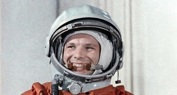 первый космонавт Гагарин/4348076_121 (690x373, 196Kb)