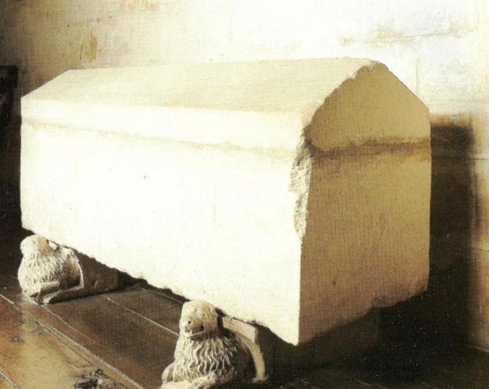 Sepulcro_del_rey_Enrique_I_de_Castilla._Monasterio_de_las_Huelgas_de_Burgos_(España) (700x556, 307Kb)