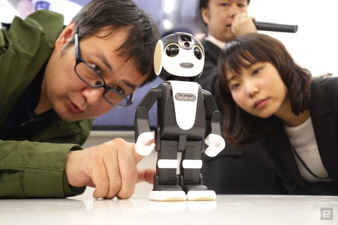 RoboHon 5 (680x453, 187Kb)