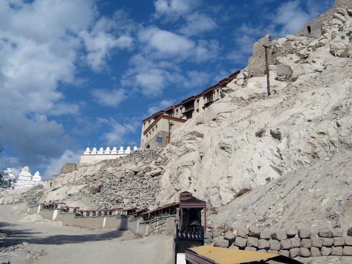 Индия, Ладакх, окрестности Леха, монастырь Shey Palase 1 (700x525, 165Kb)
