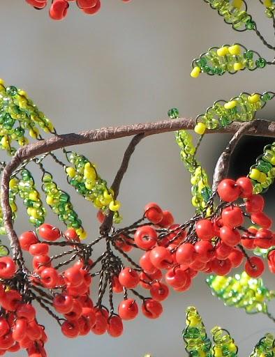 """Серия сообщений  """"Цветы и деревья  """": Часть 1 - Деревья из бисера Часть 2 - Ёлочка из бисера.  Мастер-класс."""