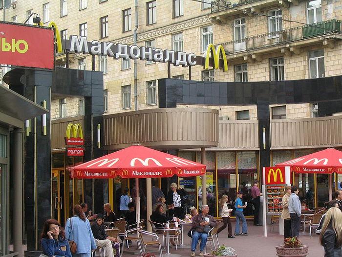 3743122_800pxMcDonalds_in_St_Petersburg_2004 (700x525, 109Kb)
