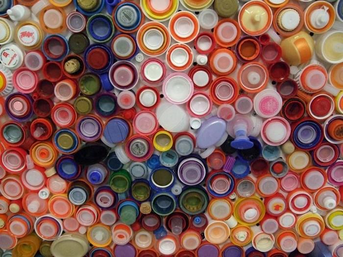 Bottle-Caps-Portrait-Croteau-3 (700x525, 129Kb)