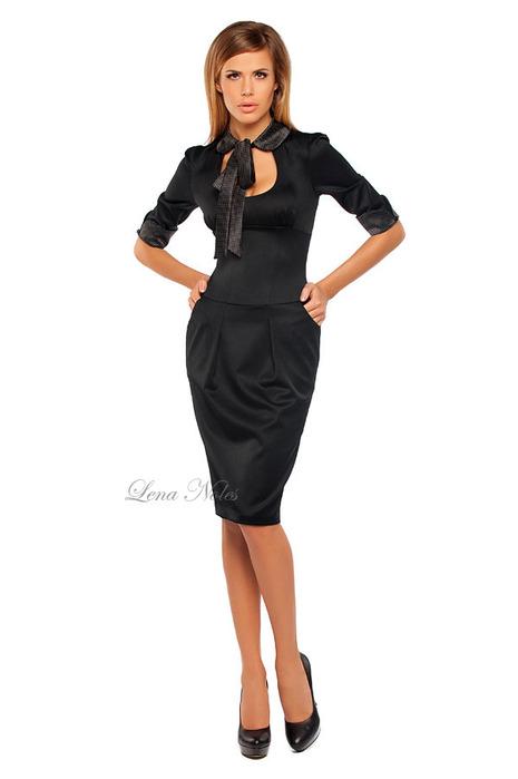 На фото: Офисное платье с воротником в горошек.