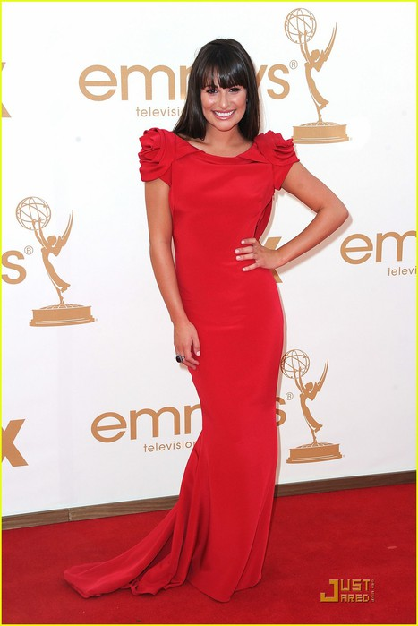 lea-michele-emmys-2011-red-carpet-01 (467x700, 60Kb)